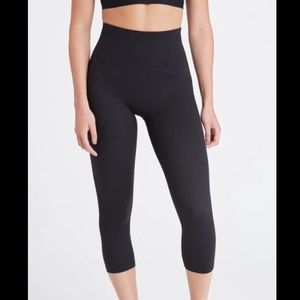 SPANX Active Booty Boost Cropped Leggings